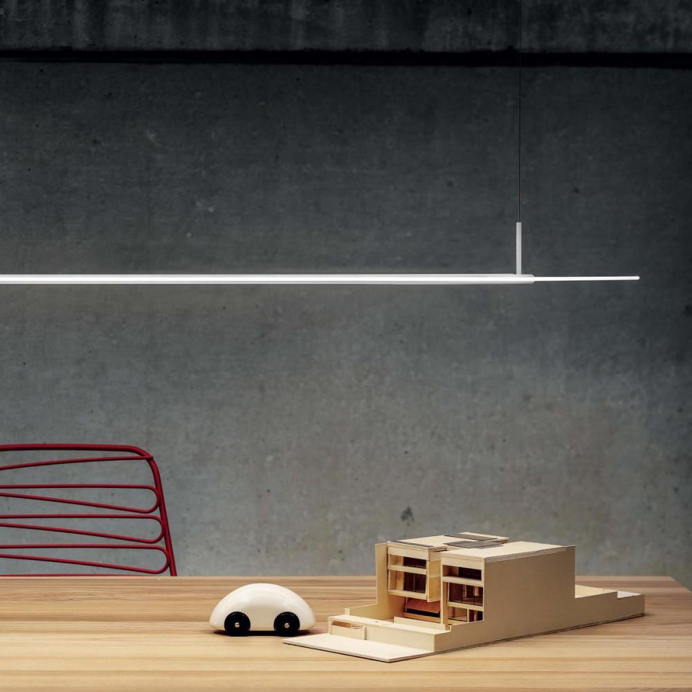 Linea light ma de opti line lampadario sospensione lineare for Lampada alogena lineare led